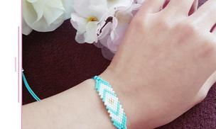 Un assortiment de bracelets cordons en tissage Miyuki