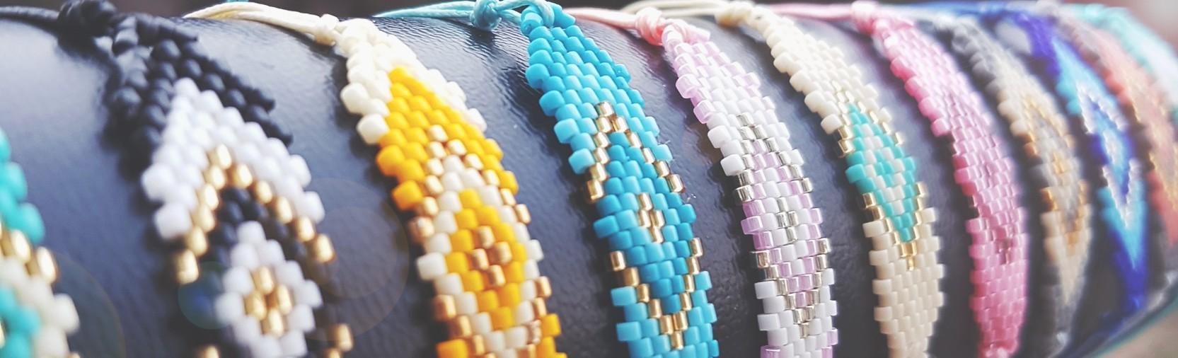 Laissez-vous séduire par nos bracelets tissage miyuki qui saura redonner couleur à votre hiver!